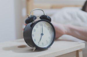 Sind Schlafphasenwecker besser als herkömmliche Wecker?