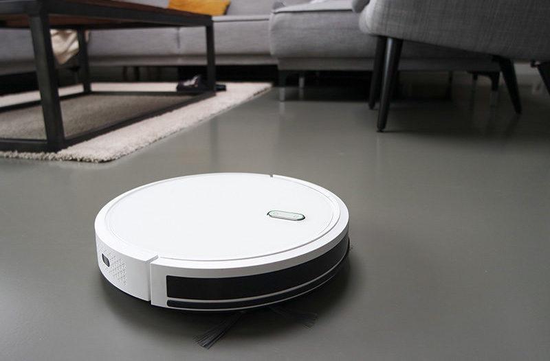 Staubsaug-Roboter im Wohnzimmer