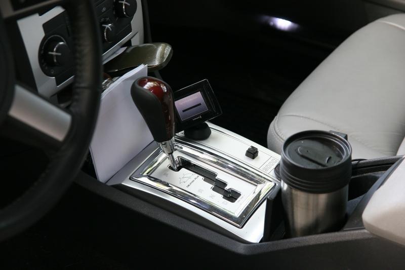Thermobecher passen in den Getränkehalter in Autos