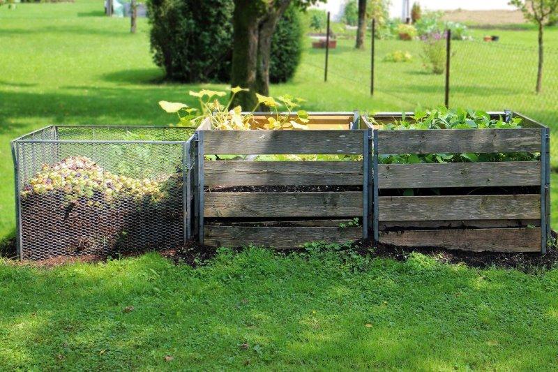 Komposter aus Holz und Metall