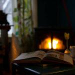 Lesen vor einem leisen Pelletofen