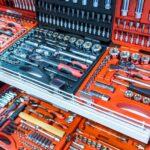 Ausbeulwerkzeug im Werkzeugkasten