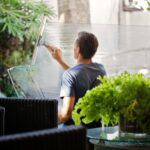 Putzen ohne einen Fensterputzroboter