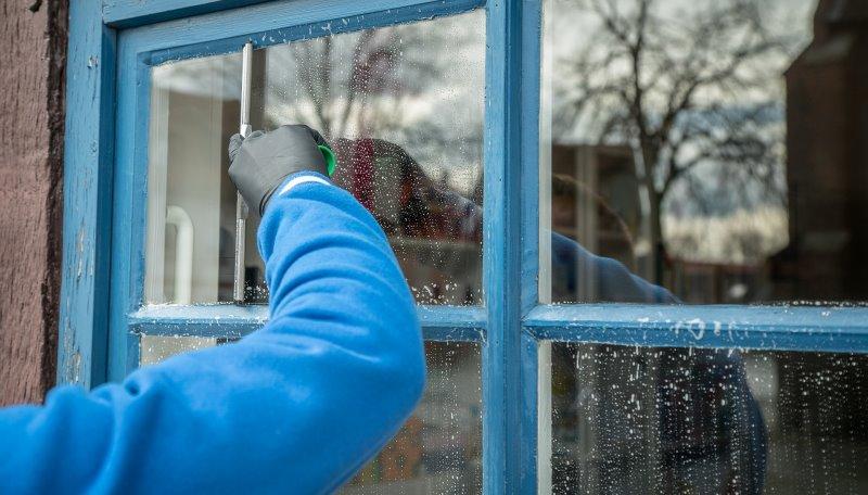Fenster reinigen ohne einen Fensterputzroboter