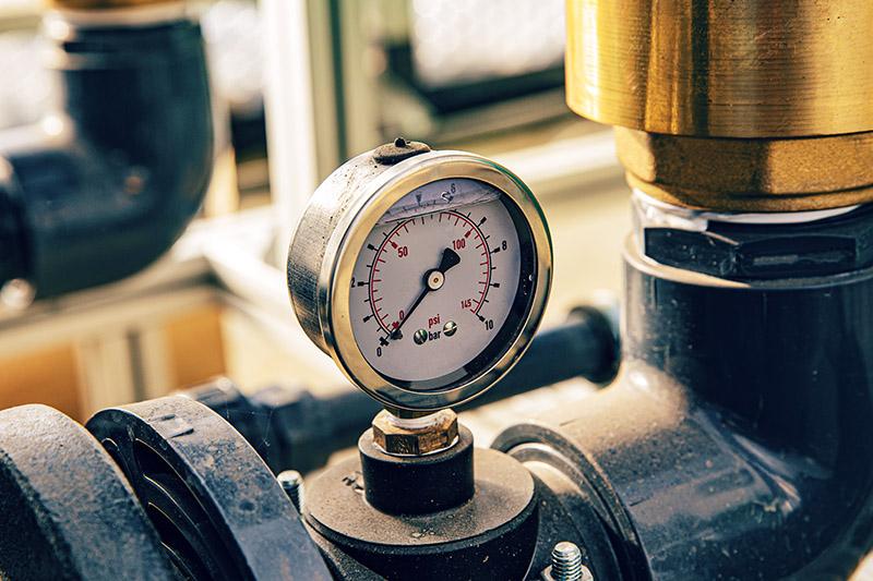 Manometer zum Messen des Drucks im Wasserfilter