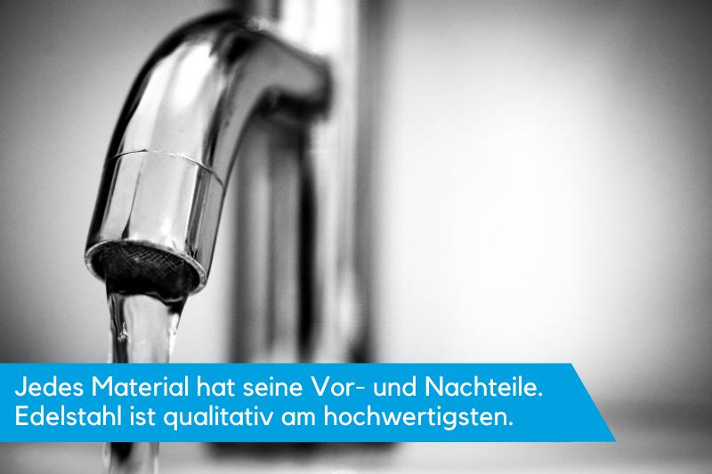 Waschtischarmatur Edelstahl bei laufendem Wasser