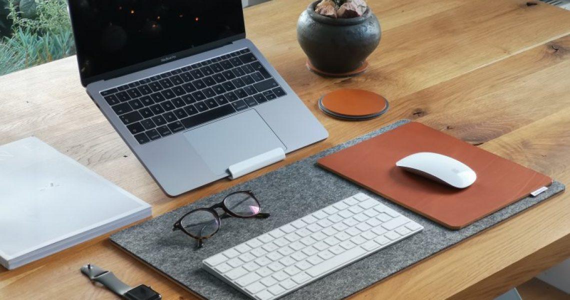 laptopstaender-clean-desk